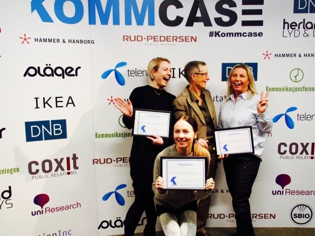 Vinnerlaget med juryformann Peggy Brønn